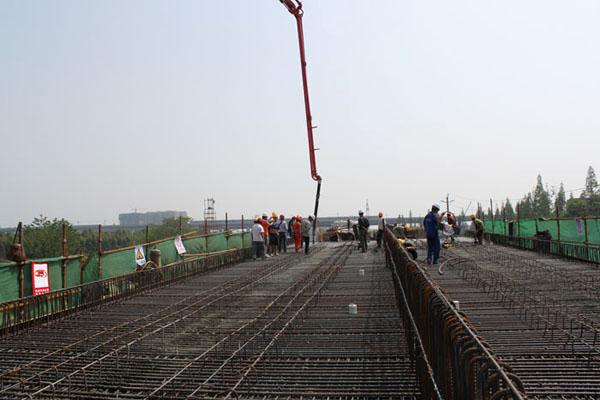 成都地铁2号线西延线项目红光停车场出入段线桥现浇箱梁施工